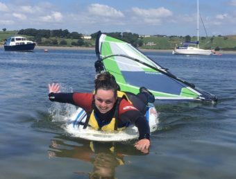 picture of instructor leonie on windsurf board
